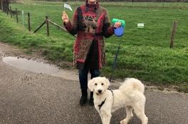 Claudia start actie tegen hondenpoep: 'Ik wil geen last hebben van de stront van jouw hond'