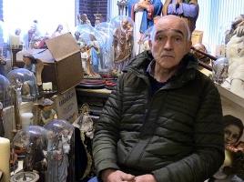 Frans zoekt een plek voor zijn 4000 religieuze voorwerpen en hoopt op hulp van boven